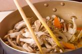 キノコと根菜の炒めものの作り方2