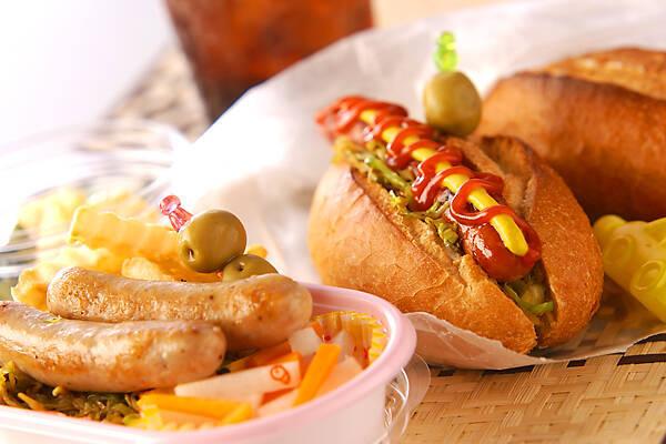 【パンの種類別】ホットドッグのおすすめレシピ8選