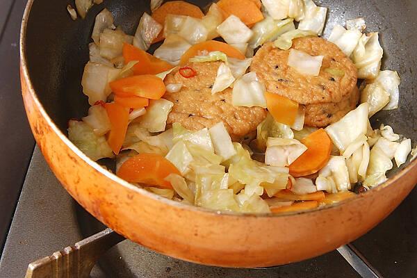 がんもとキャベツのサッと煮の作り方の手順3