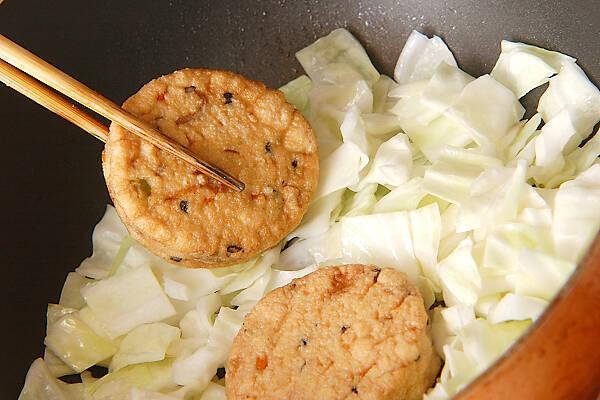 がんもとキャベツのサッと煮の作り方の手順2