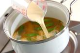 スナップエンドウの豆乳みそ汁の作り方1