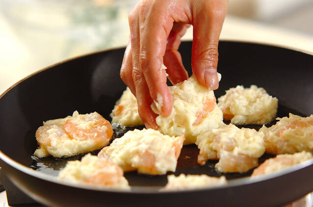 たっぷりエビのフライパン焼きの作り方の手順6