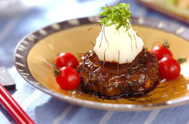 ミニトマトと天盛りおろしの照り焼きいわしハンバーグ