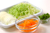 細切り野菜スープの下準備1