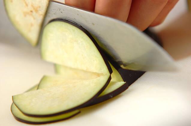 ミョウガとナスのみそ汁の作り方の手順2