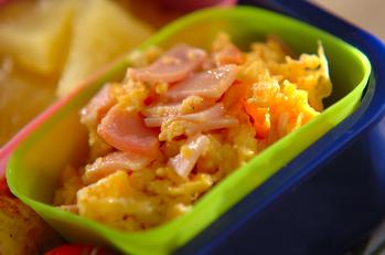 マヨ卵とハムのふわふわ炒め