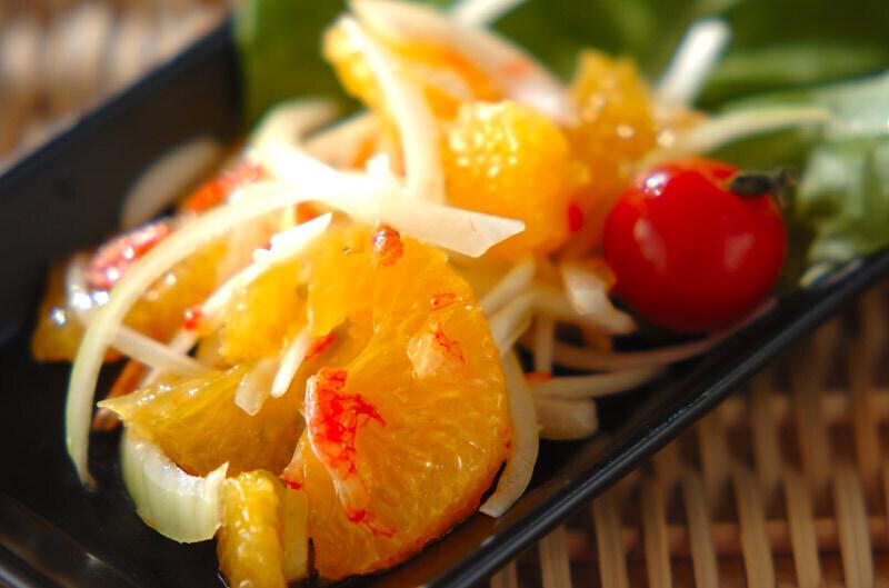 柑橘フルーツのエスニックサラダ」