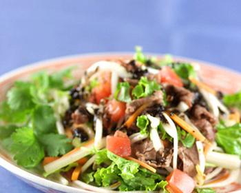 牛肉サラダ黒ゴマ風味