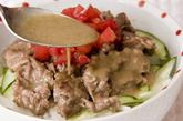 牛肉のエスニック炒め丼の作り方3