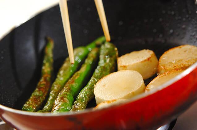 長芋と甘長唐辛子のソテーの作り方の手順2