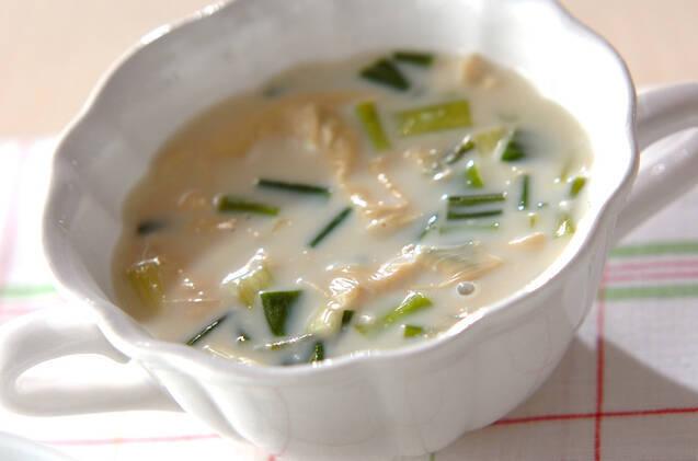 湯葉と分葱の豆乳スープ