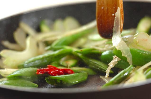 スナップエンドウのアンチョビ炒めの作り方の手順6