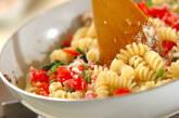 ホウレン草とキノコのフジッリの作り方10