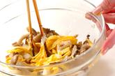 キノコと卵のみぞれ和えの作り方2