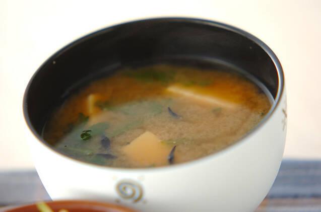 春菊とひじきの味噌汁