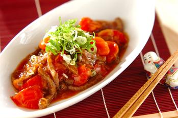カルビ肉のトマト甘酢炒め
