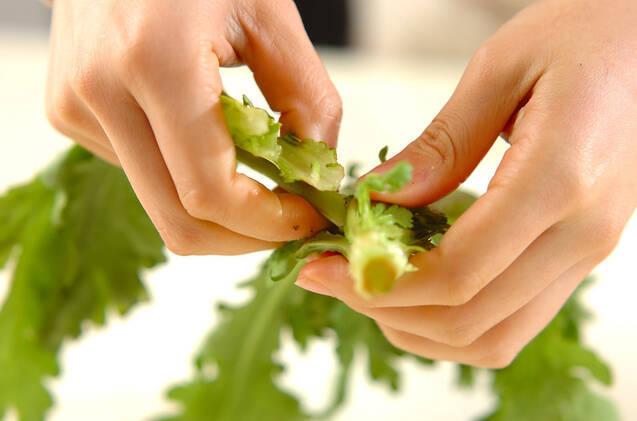 春菊入りポテトサラダの作り方の手順1