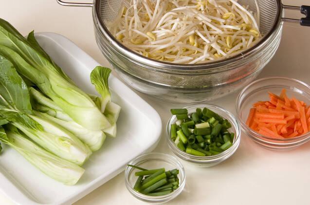 野菜ピリ辛ひき肉ソースの作り方の手順1