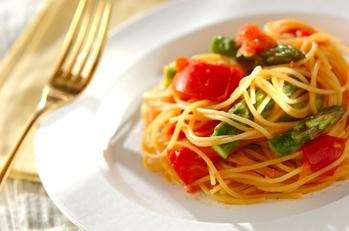 グリーンアスパラとトマトのスパゲティー