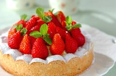 イチゴのダクワーズケーキ
