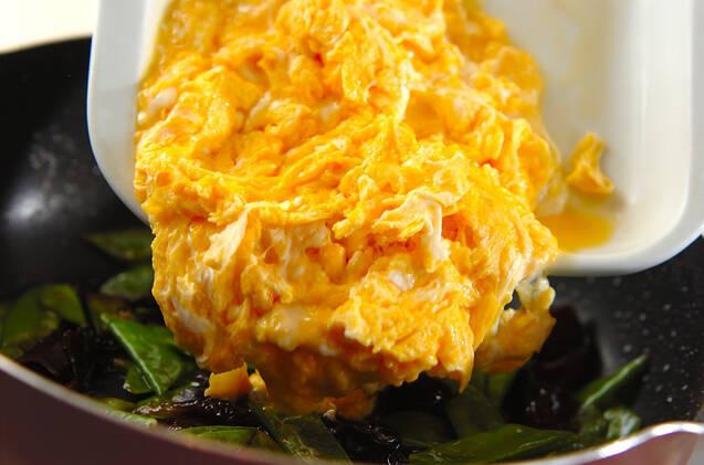 ゴマ油香る!キクラゲとキヌサヤの卵炒めの作り方の手順5