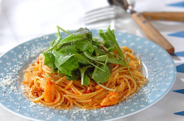 白身魚のトマトパスタとルッコラ