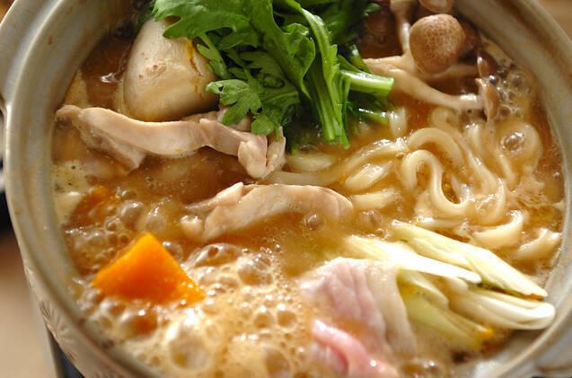 豚肉と鶏肉を入れた贅沢なうどん鍋