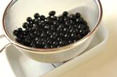 黒豆(黒砂糖煮)の下準備1