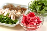 牛肉と春菊の炒め物の下準備1