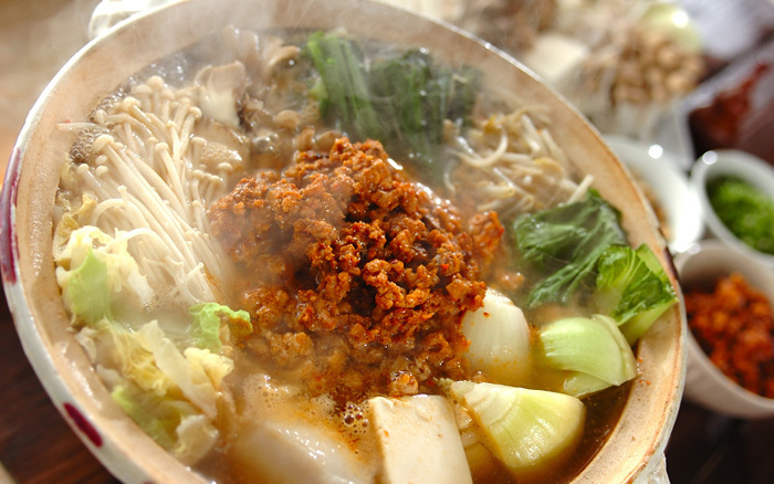 坦々ゴマ鍋(固形チキンスープの素を使ったレシピ)