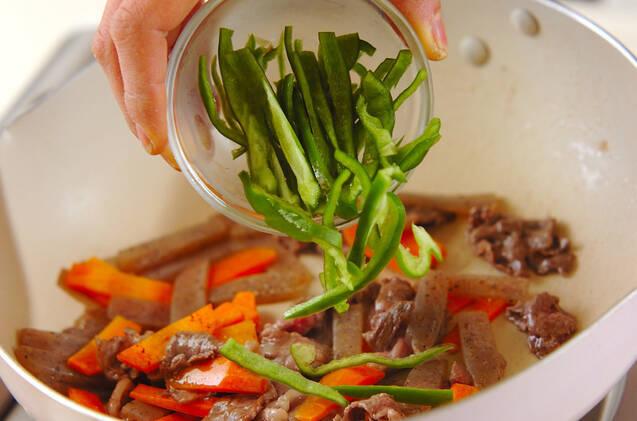 牛肉とコンニャクのきんぴらの作り方の手順4