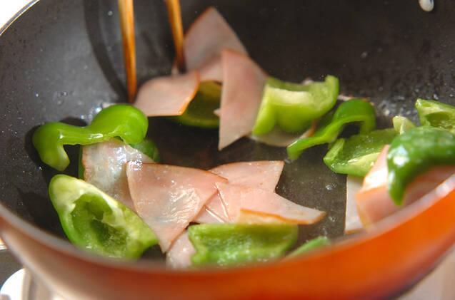 超簡単副菜!ピーマンとハムの塩炒めの作り方の手順3