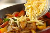 ナスとソーセージのチーズ炒めの作り方3