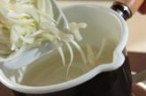 薄切り玉ネギのスープの作り方1