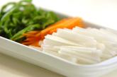 細切り野菜の酢の物の下準備1