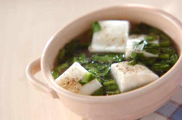 皿に盛られたはんぺスープ