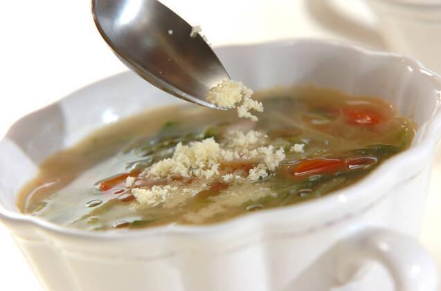 水菜とベーコンの洋風おみそ汁の作り方の手順4