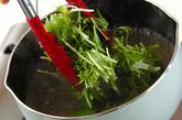 水菜とベーコンの洋風おみそ汁の作り方2