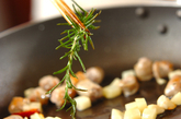 ハーブソーセージとジャガイモのペンネの作り方2