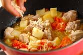 鶏肉とジャガイモのトマトチーズ煮の作り方3