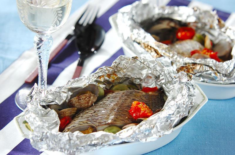 ホイルでアクアパッツァの料理写真