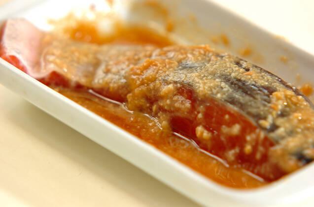 鮭のハチミツみそ漬け焼きの作り方の手順1
