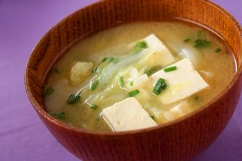 豆腐とキャベツのみそ汁