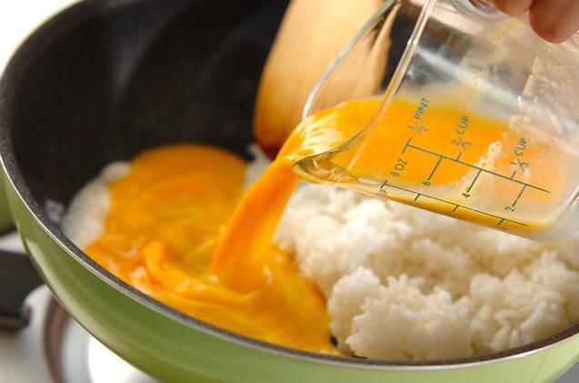 卵のシンプルチャーハンの作り方の手順4
