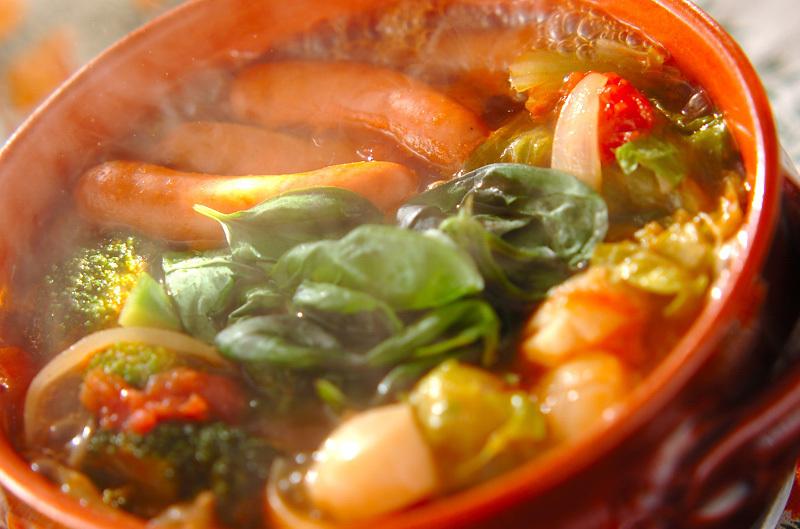 ソーセージとバジルの水煮トマトイタリアン鍋
