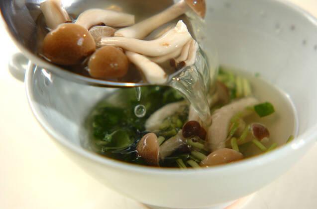 シメジのジンジャー風味汁の作り方の手順3