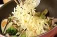 野菜のチーズ炒めの作り方2
