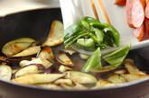 ナスとソーセージのソース炒めの作り方4