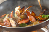 ナスとソーセージのソース炒めの作り方2