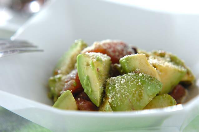 カツオとアボカドのサラダ